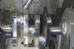 工厂机器-巨型曲轴