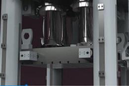 超高平行精度成形压机