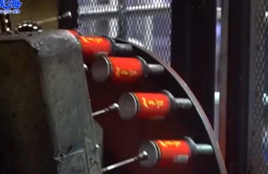 实拍易拉罐自动化生产线