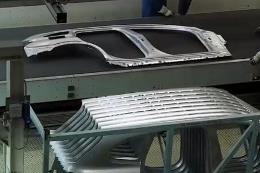 宝马汽车的自动生产车间
