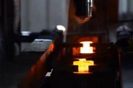 实拍工厂自动化精锻套筒过程