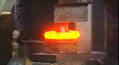 蒸汽锤改电液传动锤[1]