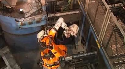 配库卡机器人的锻造生产线