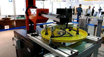 莱恩精机五轴机器人视频