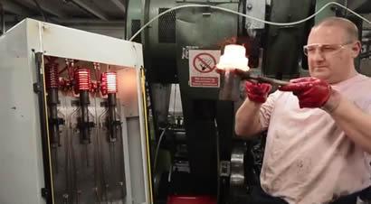 金属紧固件热模锻加工过程