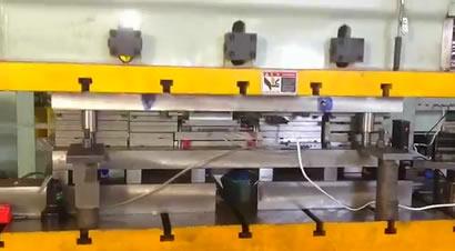 金属接线盒级进模冲压生产