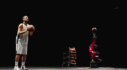 教柯马机器人打篮球