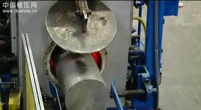 铝合金导轨挤压生产过程