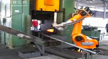 机器人模锻生产线