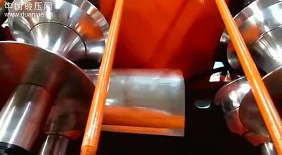 脊顶板辊压成形生产过程
