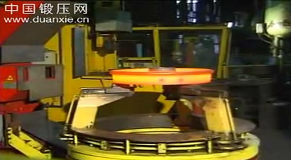 德国火车车轮制造工艺01