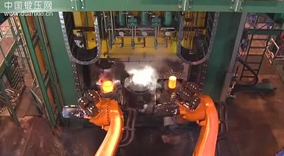 机器人与碾环机的完美配合