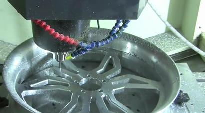 摩托车轮毂的切削制作