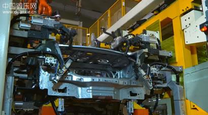 ABB机器人组装汽车身