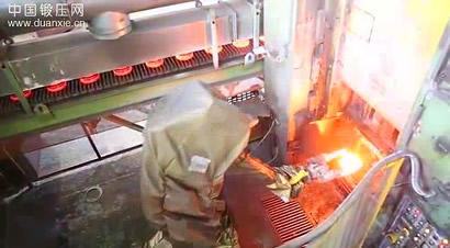 热模锻生产线柯马机器人