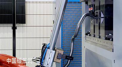 库卡机器人折弯自动化