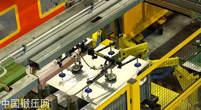 福特多工位压力机传送系统